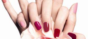 ongles-vernis-de-différentes-couleurs