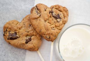 heart-choc-chip-cookies-on-a-stick-3