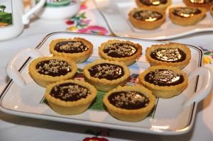 tartelettes-chocolat-caramel-au-beurre-sale-et-chartreuse-verte