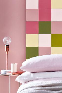 de-la-peinture-rose-dynamise-la-chambre-a-coucher_5639379