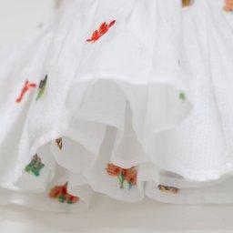 E17FR04-robe-fille-sans-manches-blanche-imprime-animaux-multicolore-arsene-pipelettes-details3