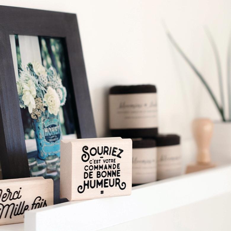 tampon-souriez-cest-votre-commande-de-bonne-humeur-bloomini-studio.jpg